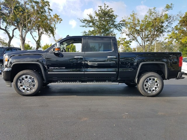 2018 GMC SIERRA 2500 DENALI  StabiliTrak stability control system with Proactive Roll Avoidance a