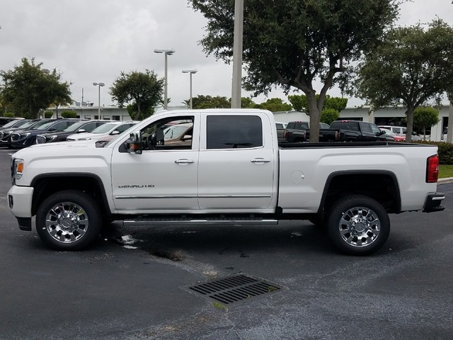 2018 GMC SIERRA 2500 DENALI  StabiliTrak stability control system with Proactive Roll Avoidance
